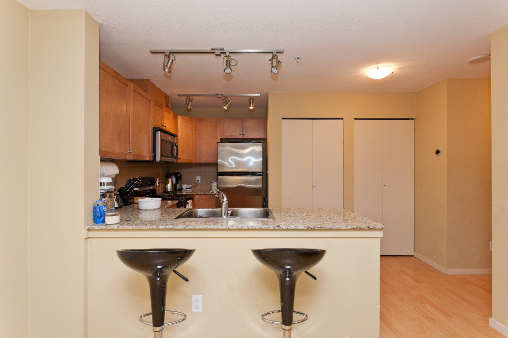 """Photo 7: Photos: 710 415 E COLUMBIA Street in New Westminster: Sapperton Condo for sale in """"SAN MARINO"""" : MLS®# V1003972"""