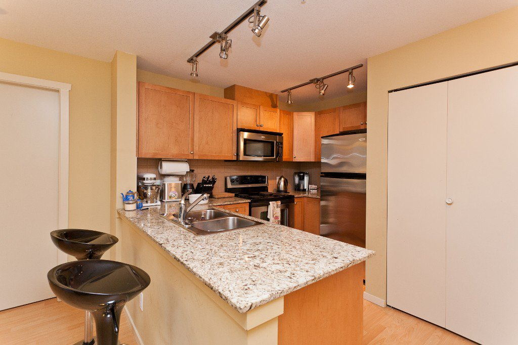 """Photo 6: Photos: 710 415 E COLUMBIA Street in New Westminster: Sapperton Condo for sale in """"SAN MARINO"""" : MLS®# V1003972"""