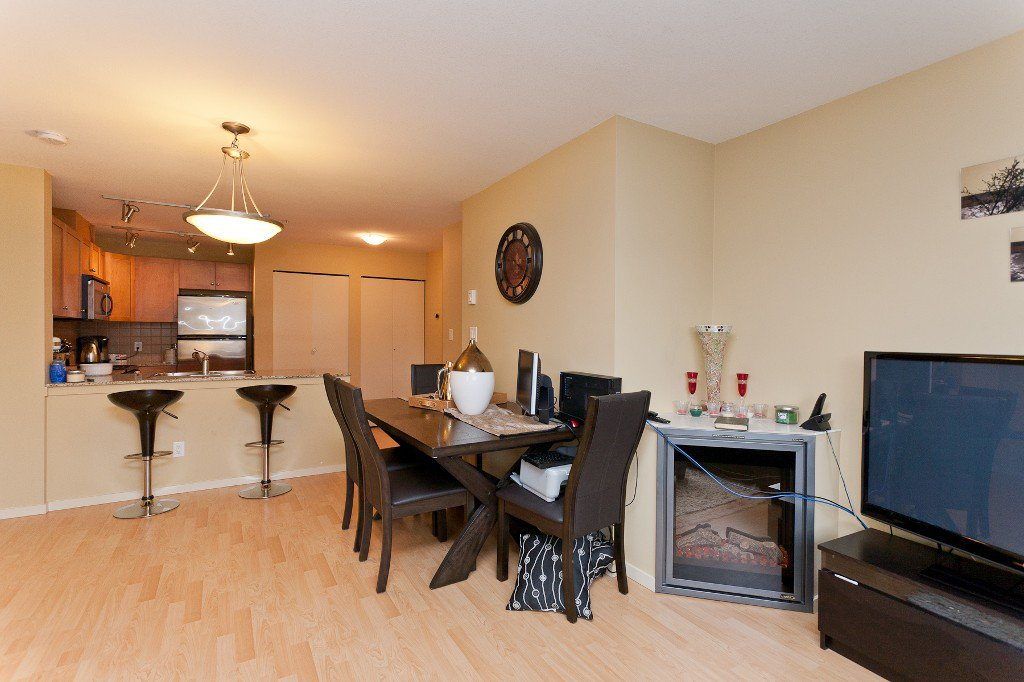 """Photo 4: Photos: 710 415 E COLUMBIA Street in New Westminster: Sapperton Condo for sale in """"SAN MARINO"""" : MLS®# V1003972"""