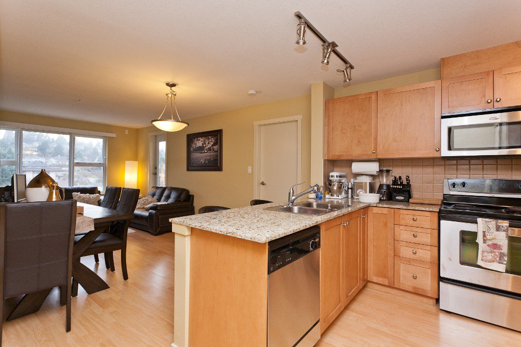 """Photo 5: Photos: 710 415 E COLUMBIA Street in New Westminster: Sapperton Condo for sale in """"SAN MARINO"""" : MLS®# V1003972"""