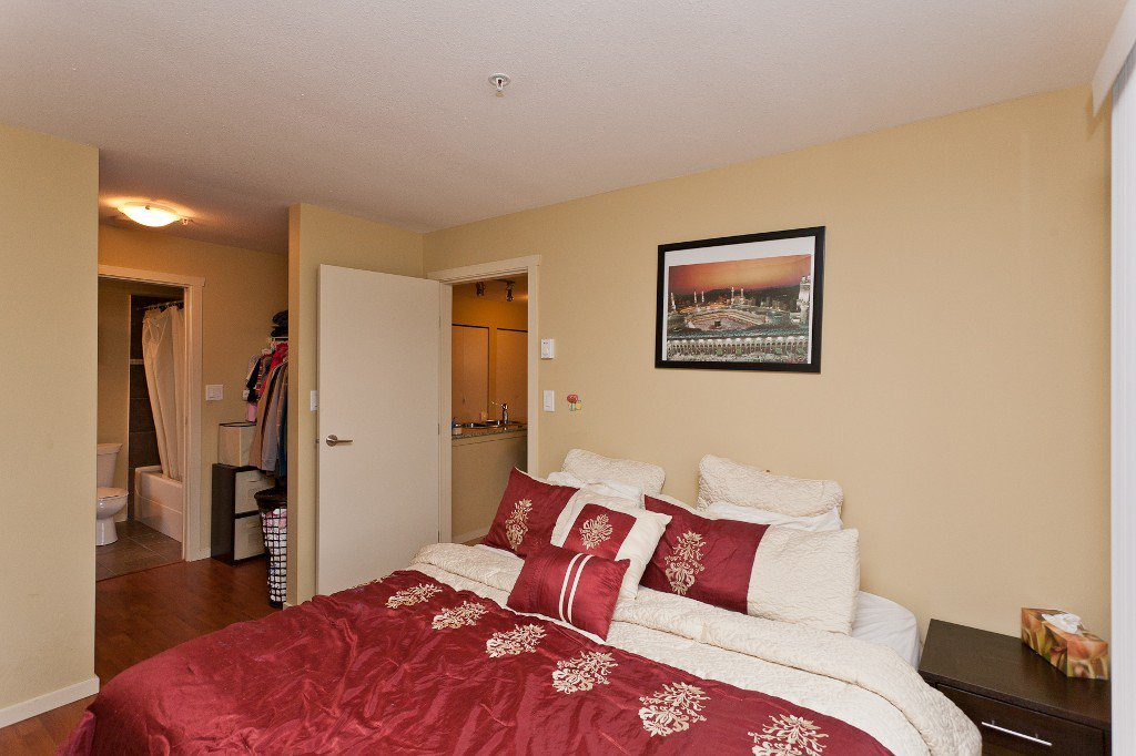 """Photo 9: Photos: 710 415 E COLUMBIA Street in New Westminster: Sapperton Condo for sale in """"SAN MARINO"""" : MLS®# V1003972"""