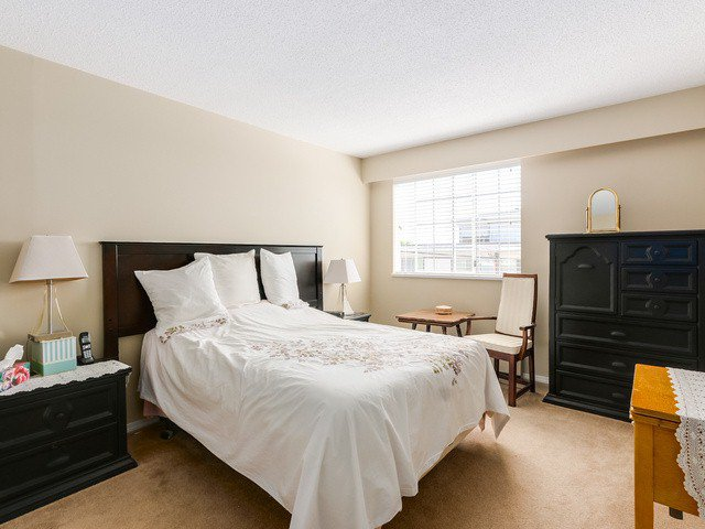 "Photo 9: Photos: 203 15010 ROPER Avenue: White Rock Condo for sale in ""Baycrest"" (South Surrey White Rock)  : MLS®# F1417713"