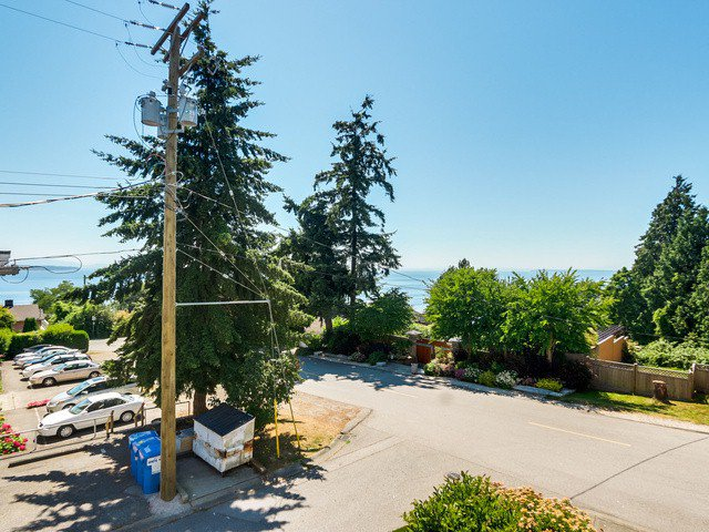 "Photo 16: Photos: 203 15010 ROPER Avenue: White Rock Condo for sale in ""Baycrest"" (South Surrey White Rock)  : MLS®# F1417713"