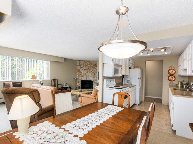 "Photo 6: Photos: 203 15010 ROPER Avenue: White Rock Condo for sale in ""Baycrest"" (South Surrey White Rock)  : MLS®# F1417713"