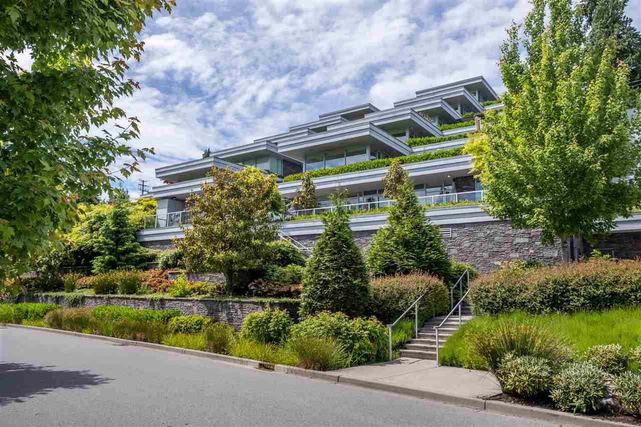 """Main Photo: 102 918 KEITH Road in West Vancouver: Park Royal Townhouse for sale in """"Evelyn - Cliffside II"""" : MLS®# R2466947"""