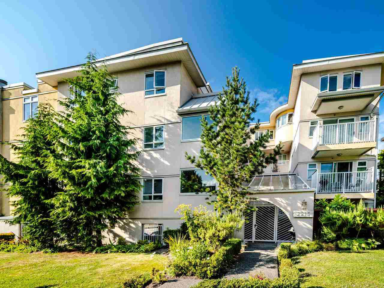Main Photo: 303 2215 MCGILL Street in Vancouver: Hastings Condo for sale (Vancouver East)  : MLS®# R2487486