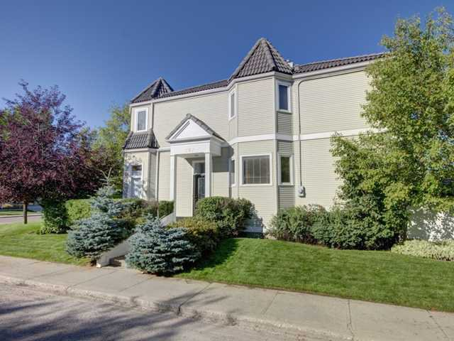 Main Photo: 707 20 Street NW in CALGARY: West Hillhurst Residential Attached for sale (Calgary)  : MLS®# C3585308