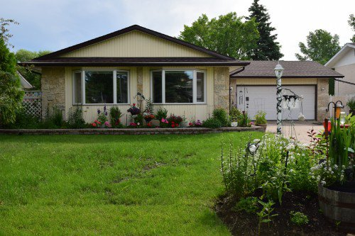 Main Photo: 14 Swan Lake Bay in Winnipeg: Waverley Heights Single Family Detached for sale (1L)