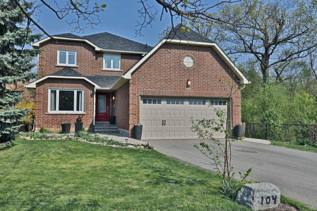 Main Photo: 104 River Oaks Blvd W in : 1015 - RO River Oaks FRH for sale (Oakville)  : MLS®# OM2087125