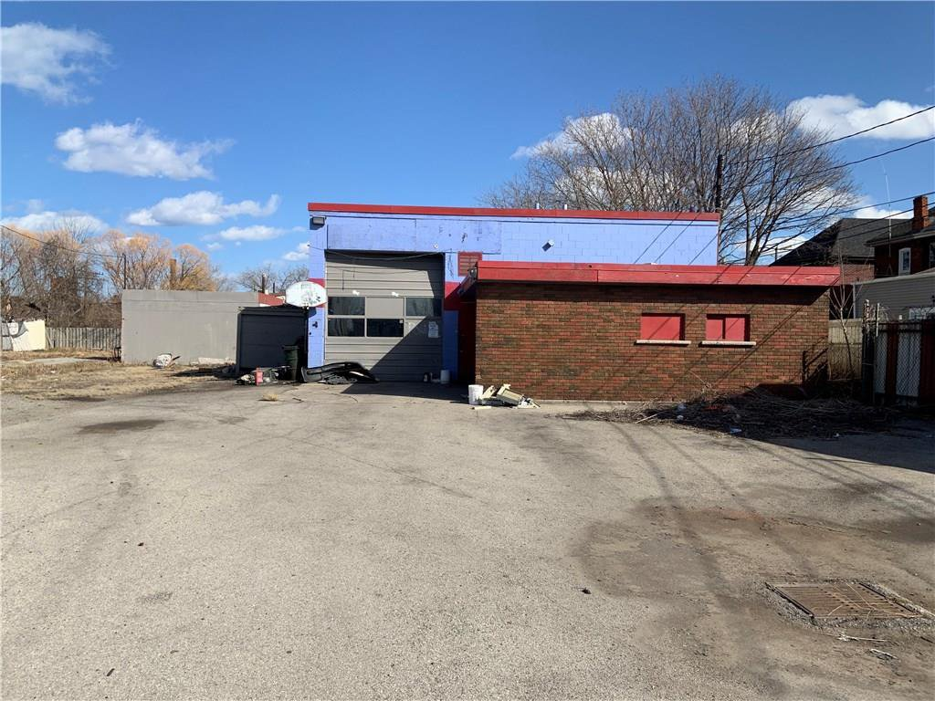 Main Photo: 250 Gibson in Hamilton: Industrial for sale : MLS®# H4050192
