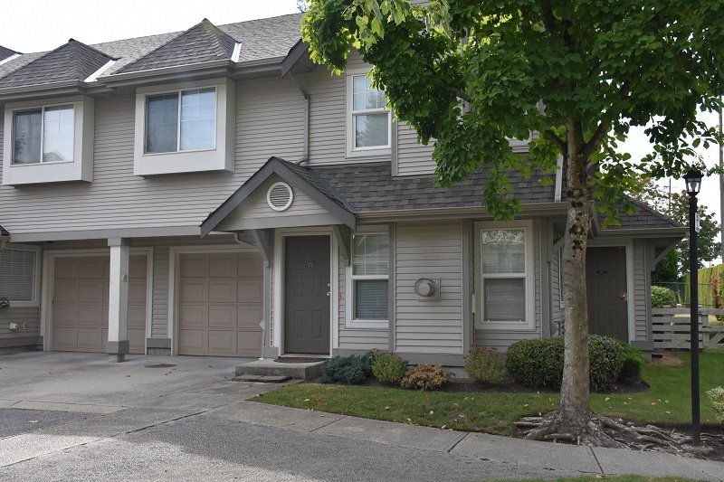 """Main Photo: 40 23085 118 Avenue in Maple Ridge: East Central Townhouse for sale in """"SOMMERVILLE GARDENS"""" : MLS®# R2411963"""