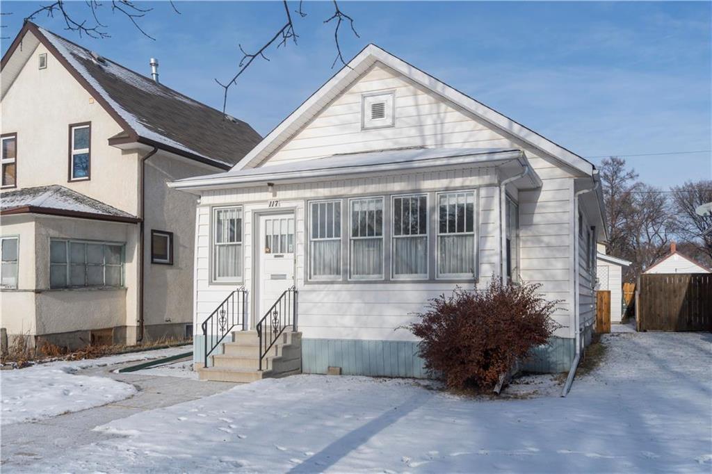 Main Photo: 117 Rosseau Avenue West in Winnipeg: West Transcona Residential for sale (3L)  : MLS®# 1932594