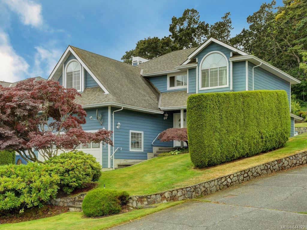 Main Photo: 3880 Mildred St in Saanich: SW Strawberry Vale House for sale (Saanich West)  : MLS®# 844822