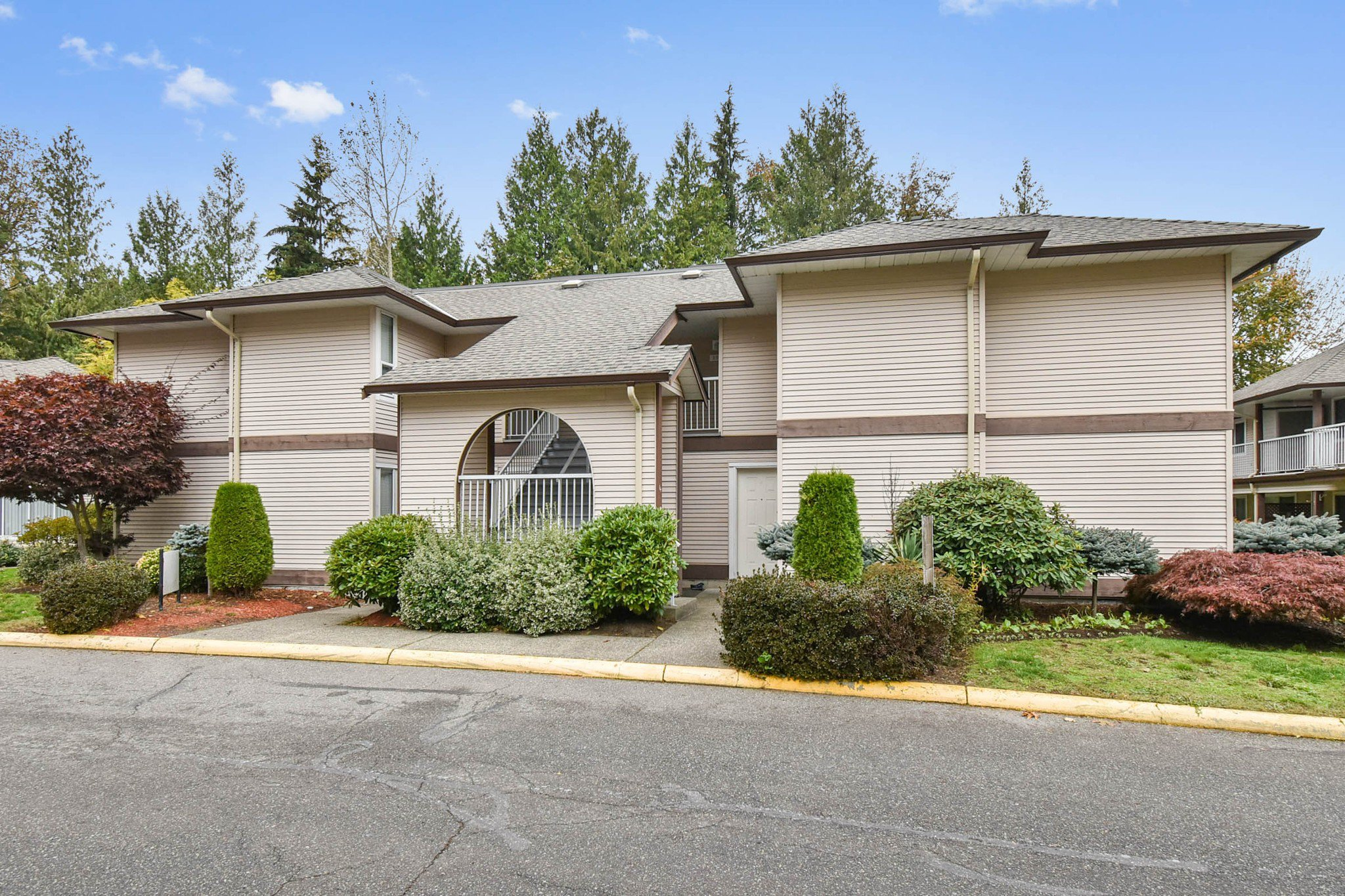 Main Photo: 308 1750 McKenzie Road in Abbotsford: Central Abbotsford Townhouse for sale : MLS®# R2513360