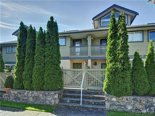 Main Photo: 3006 Scott St in VICTORIA: Vi Oaklands Row/Townhouse for sale (Victoria)  : MLS®# 620524
