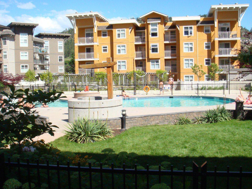Main Photo: 202-571 Yates Rd in Kelowna: North Glenmore Condo for sale : MLS®# 10134265