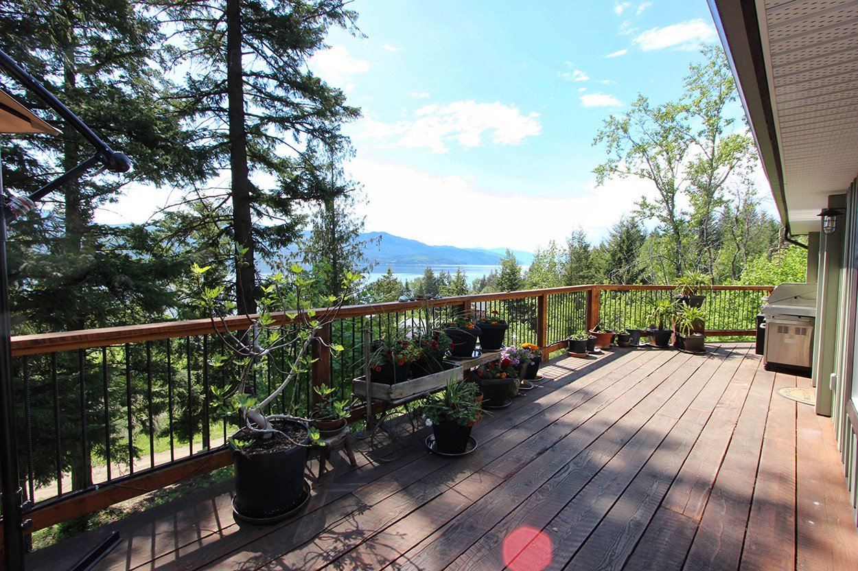 Photo 33: Photos: 2585 Airstrip Road in Anglemont: House for sale : MLS®# 10183062