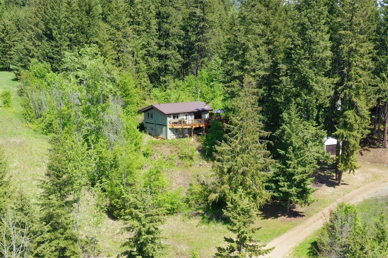 Photo 4: Photos: 2585 Airstrip Road in Anglemont: House for sale : MLS®# 10183062