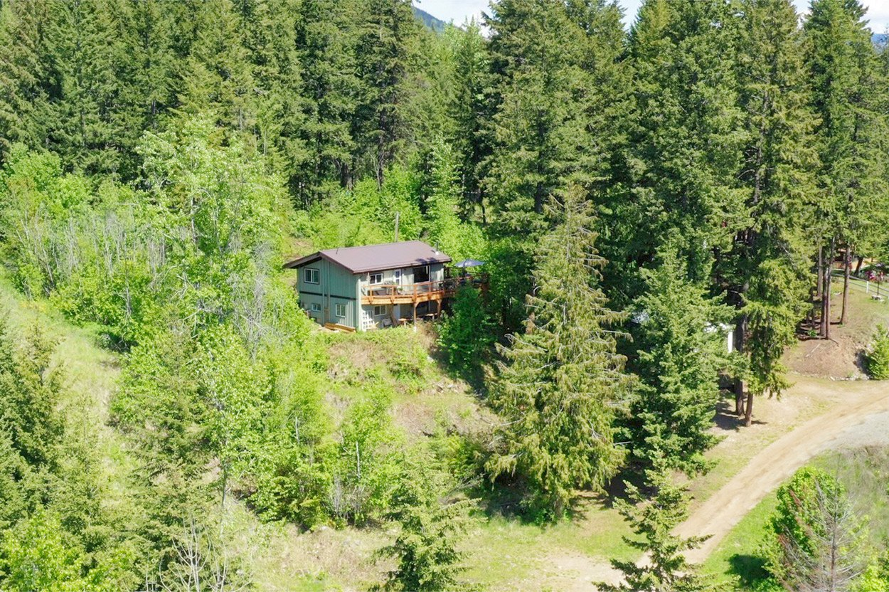 Photo 36: Photos: 2585 Airstrip Road in Anglemont: House for sale : MLS®# 10183062