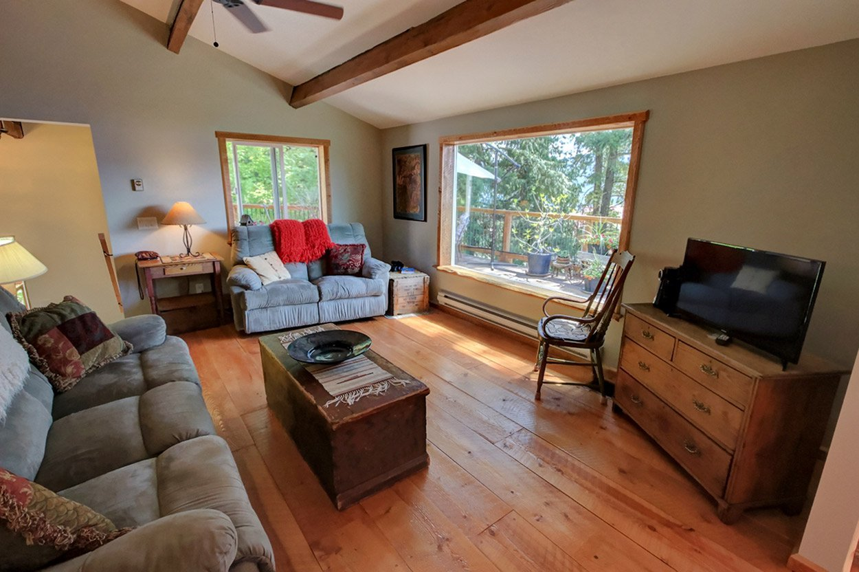 Photo 18: Photos: 2585 Airstrip Road in Anglemont: House for sale : MLS®# 10183062