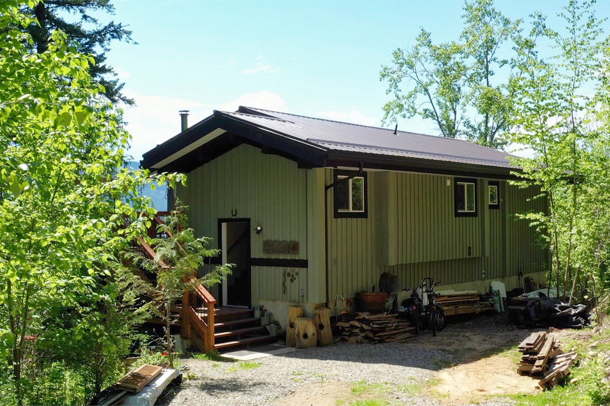Photo 2: Photos: 2585 Airstrip Road in Anglemont: House for sale : MLS®# 10183062
