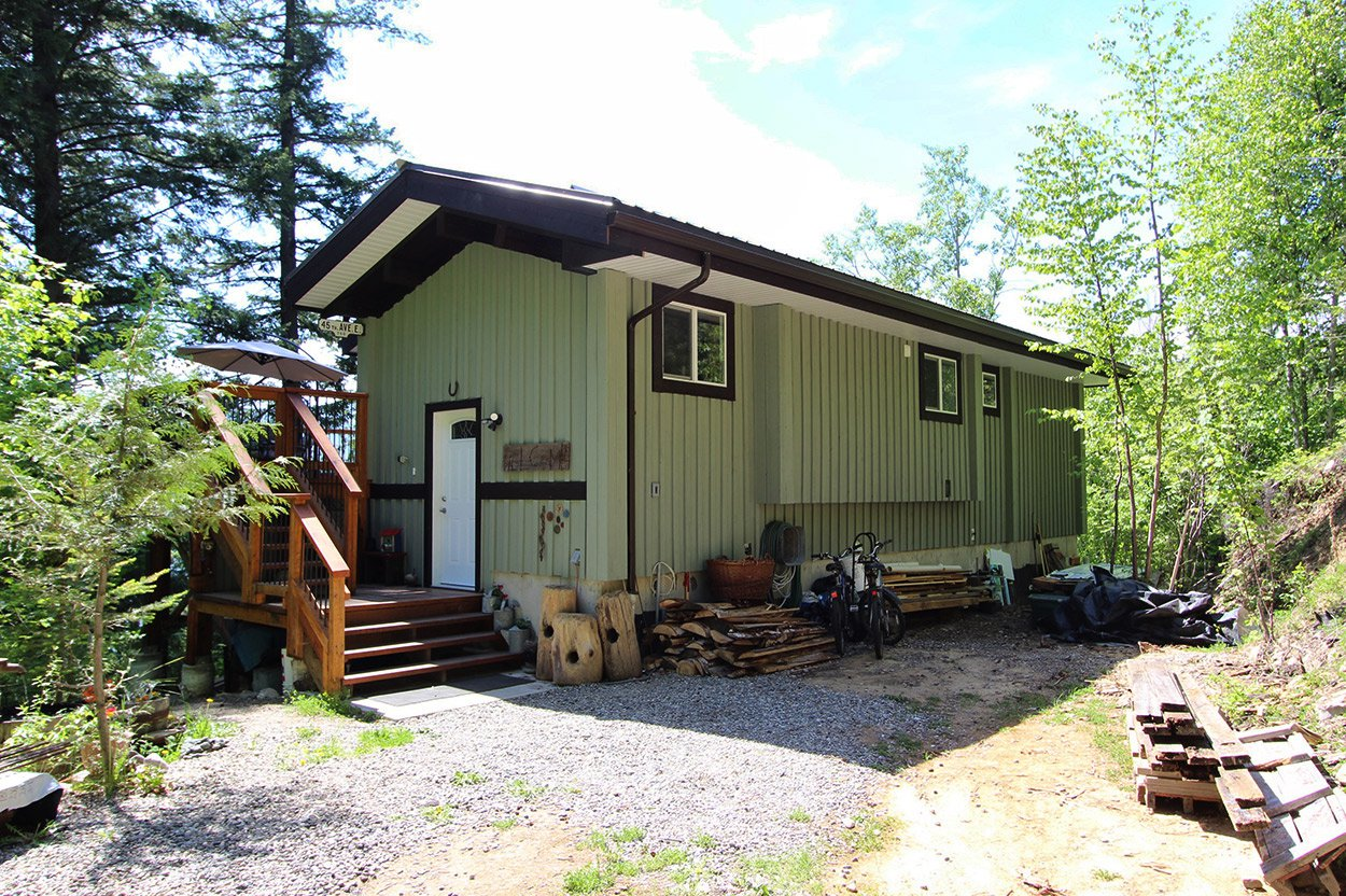 Photo 39: Photos: 2585 Airstrip Road in Anglemont: House for sale : MLS®# 10183062
