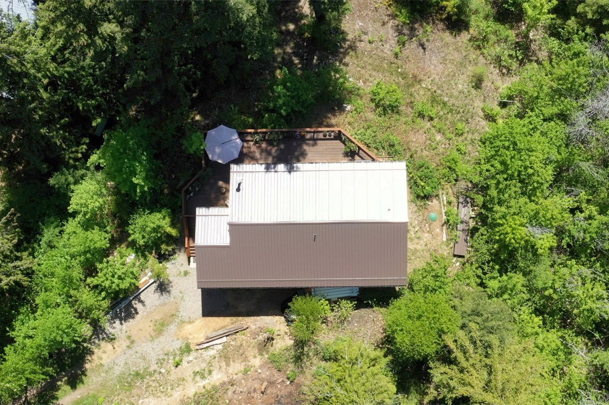 Photo 3: Photos: 2585 Airstrip Road in Anglemont: House for sale : MLS®# 10183062
