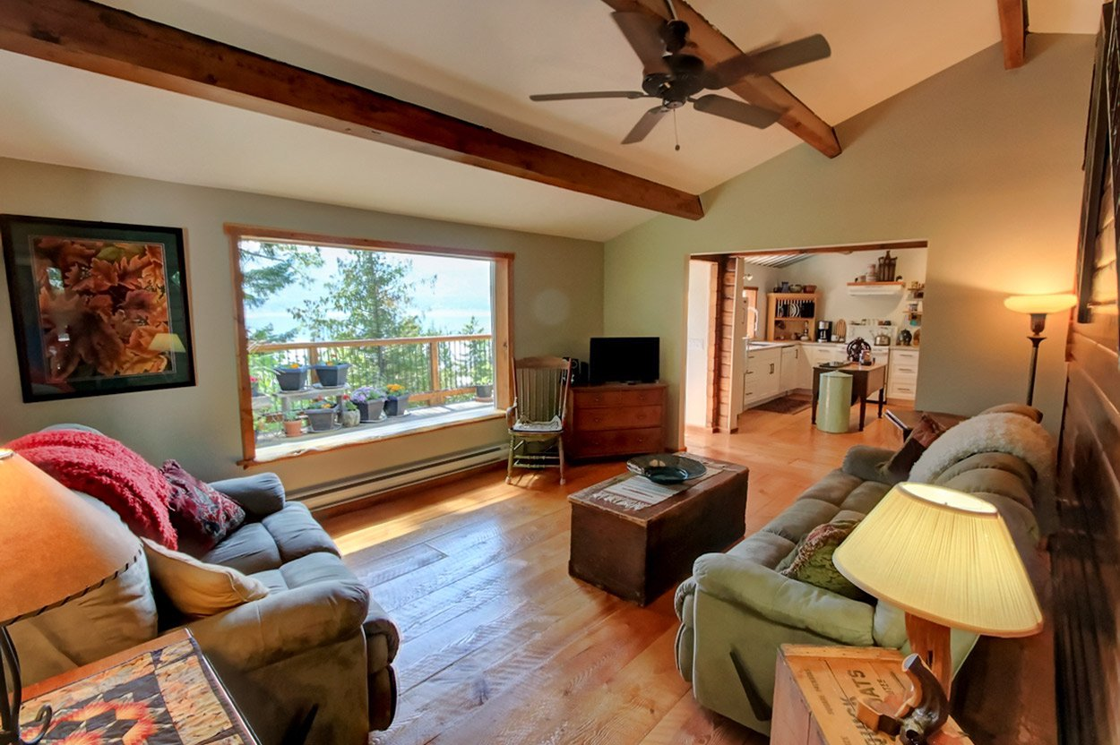 Photo 16: Photos: 2585 Airstrip Road in Anglemont: House for sale : MLS®# 10183062