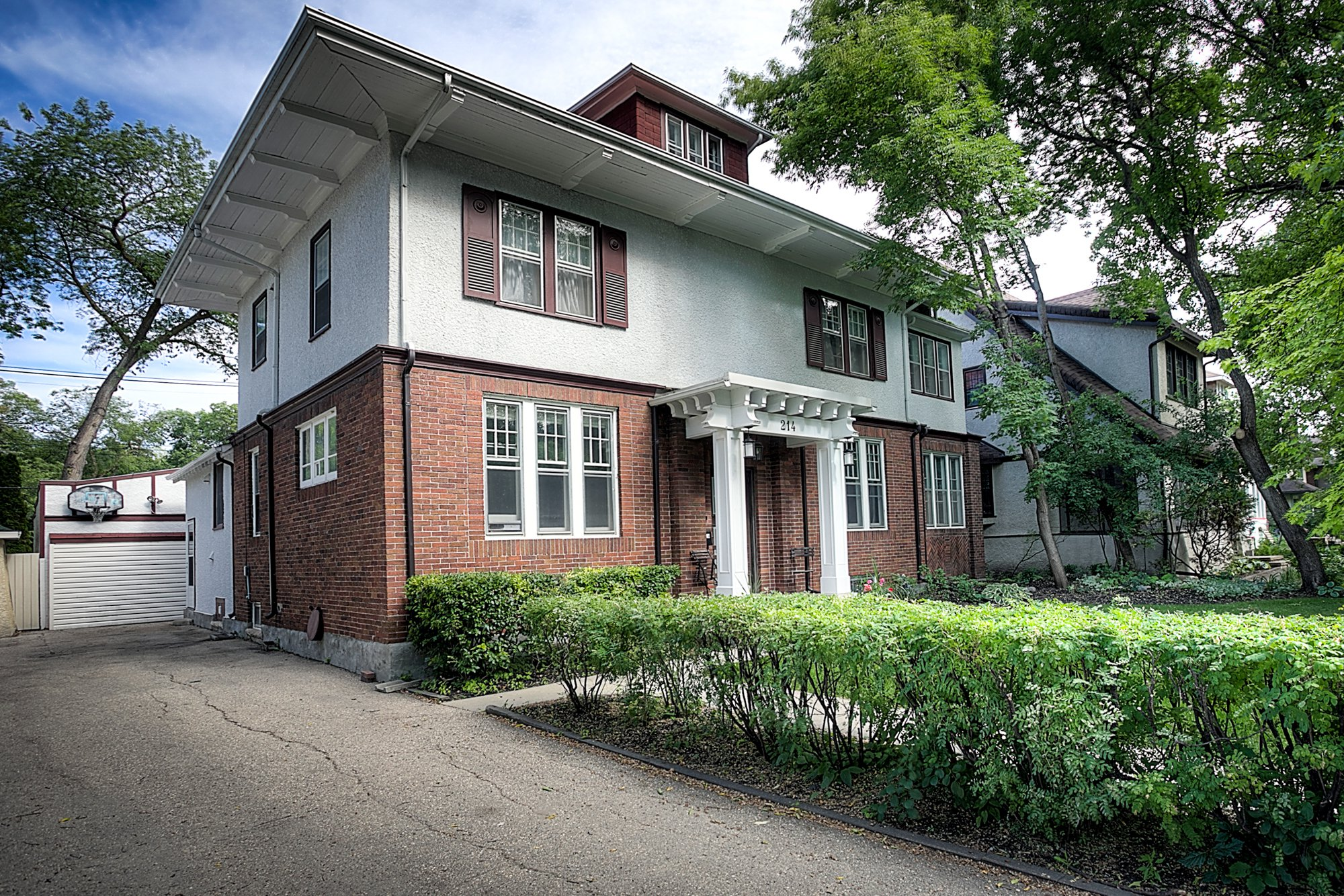 Main Photo: 214 Oxford Street in Winnipeg: River Heights North Single Family Detached for sale (1C)  : MLS®# 1917710