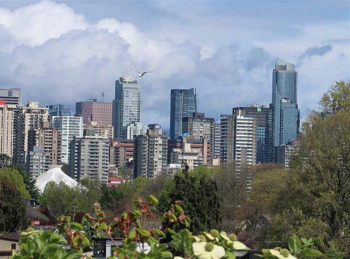 Main Photo: 306 2255 YORK AVENUE in Vancouver: Kitsilano Condo for sale (Vancouver West)  : MLS®# R2385765