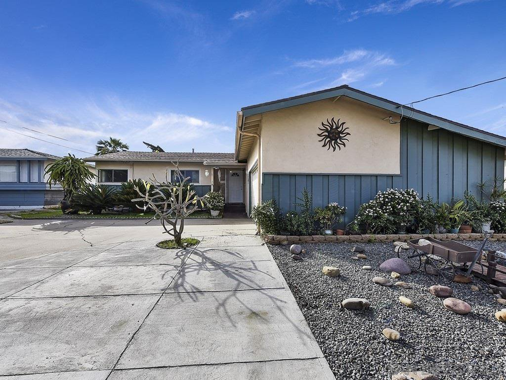 Main Photo: SAN DIEGO House for sale : 4 bedrooms : 4943 Fir Street