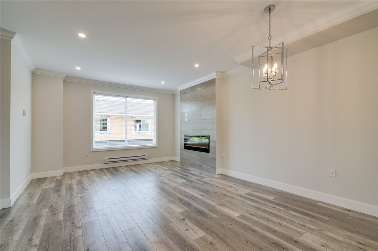 """Main Photo: 3 31548 UPPER MACLURE Road in Abbotsford: Abbotsford West Townhouse for sale in """"Maclure Point"""" : MLS®# R2444549"""