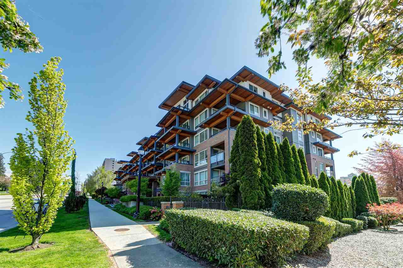 Main Photo: 219 500 ROYAL Avenue in New Westminster: Downtown NW Condo for sale : MLS®# R2450456