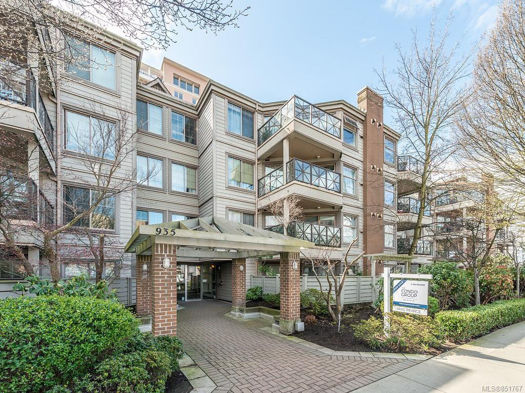 Main Photo: 408 935 Johnson St in : Vi Downtown Condo for sale (Victoria)  : MLS®# 851767
