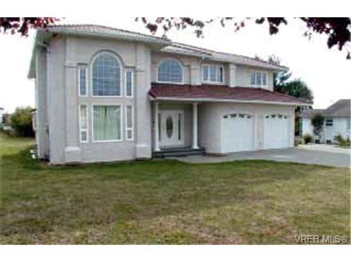 Main Photo: 1855 San Pedro Ave in VICTORIA: SE Gordon Head Single Family Detached for sale (Saanich East)  : MLS®# 311818