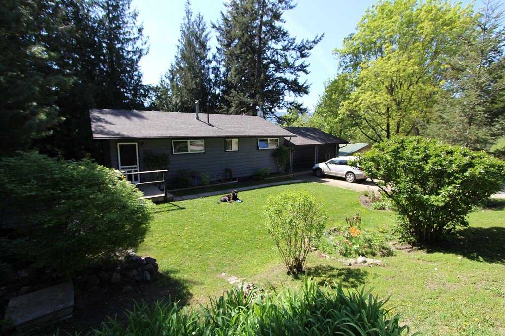 Main Photo: 7716 Golf Course Road in Anglemont: North Shuswap House for sale (Shuswap)  : MLS®# 10135100