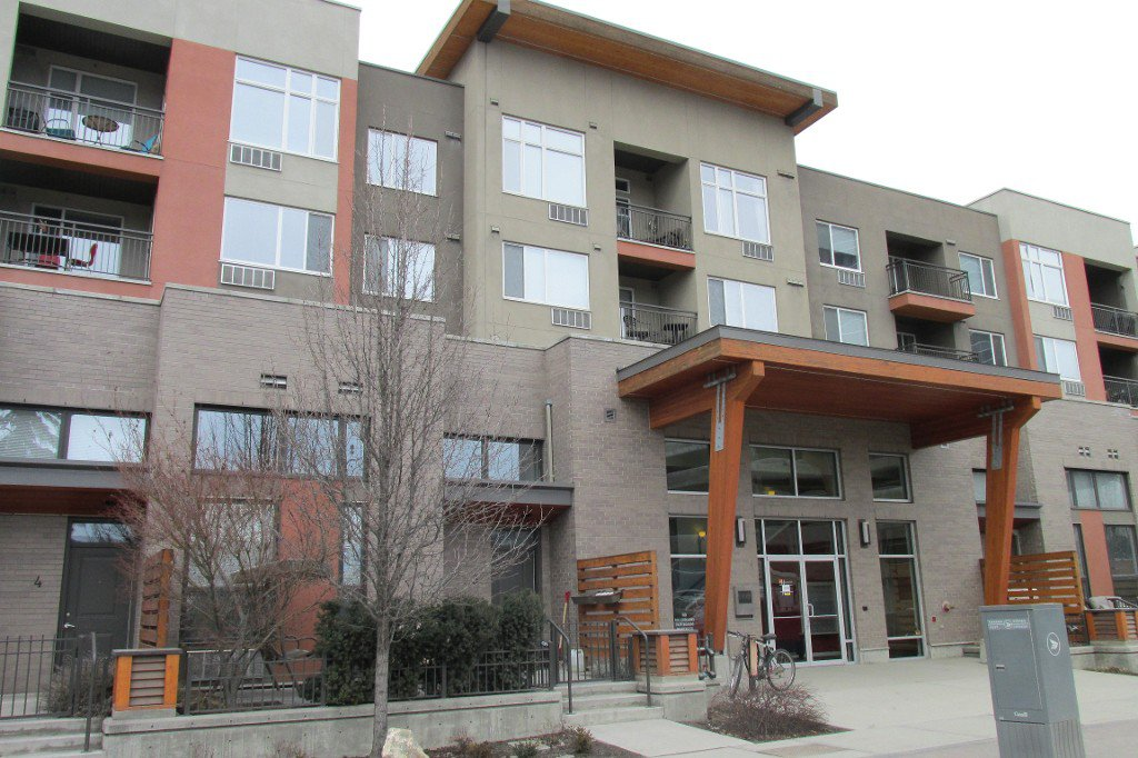 Main Photo: 205-1550 Dickson Ave in Kelowna: Springfield Spall Condo for sale : MLS®# 10130593