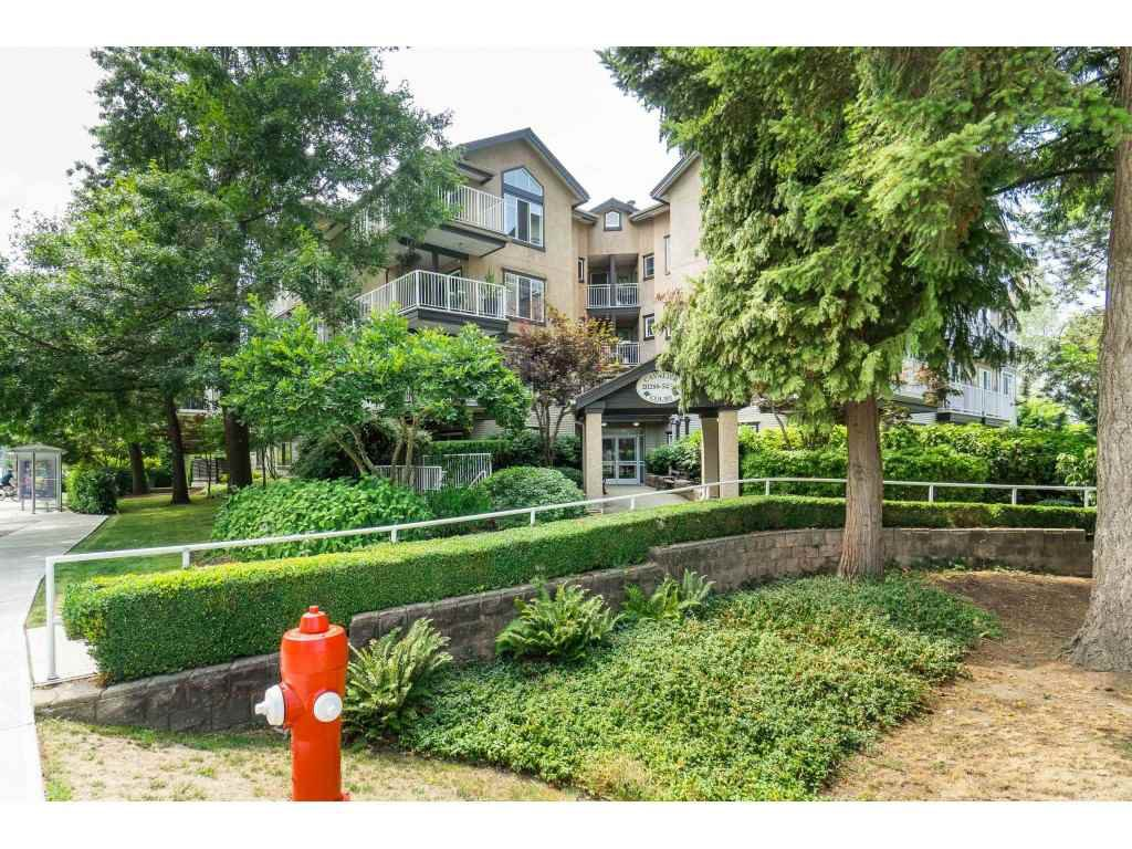 "Main Photo: 402 20288 54 Avenue in Langley: Langley City Condo for sale in ""CAVILIER COURT"" : MLS®# R2393310"