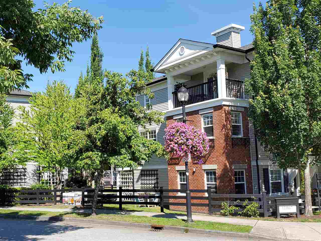 """Main Photo: 30 11067 BARNSTON VIEW Road in Pitt Meadows: South Meadows Townhouse for sale in """"COHO"""" : MLS®# R2476146"""
