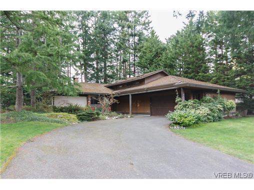 Main Photo: 4494 Cottontree Lane in VICTORIA: SE Broadmead Single Family Detached for sale (Saanich East)  : MLS®# 632884