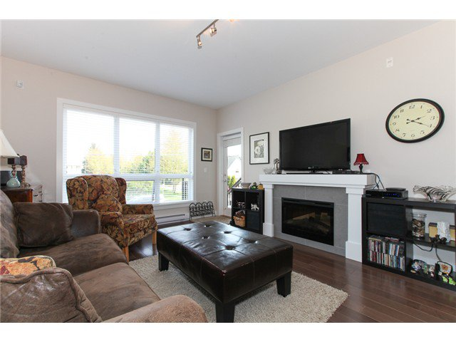 Photo 4: Photos: # 202 4689 52A ST in Ladner: Hawthorne Condo for sale : MLS®# V1061249