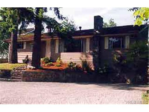 Main Photo: 734 Lindsay St in VICTORIA: SW Royal Oak Single Family Detached for sale (Saanich West)  : MLS®# 188540