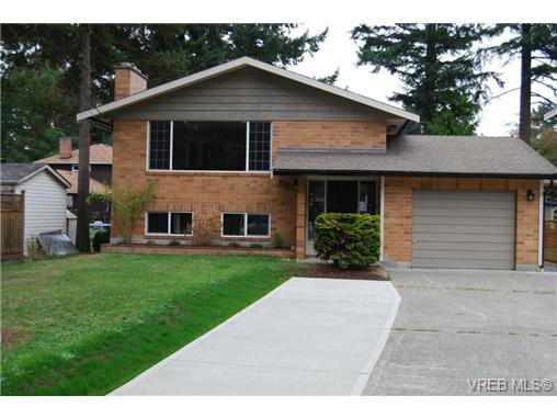Main Photo: 970 Haslam Ave in VICTORIA: La Glen Lake House for sale (Langford)  : MLS®# 679799