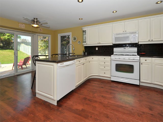 Photo 5: Photos: 27 Hare Court in Markham: Old Markham Village Freehold for sale : MLS®# N2751118