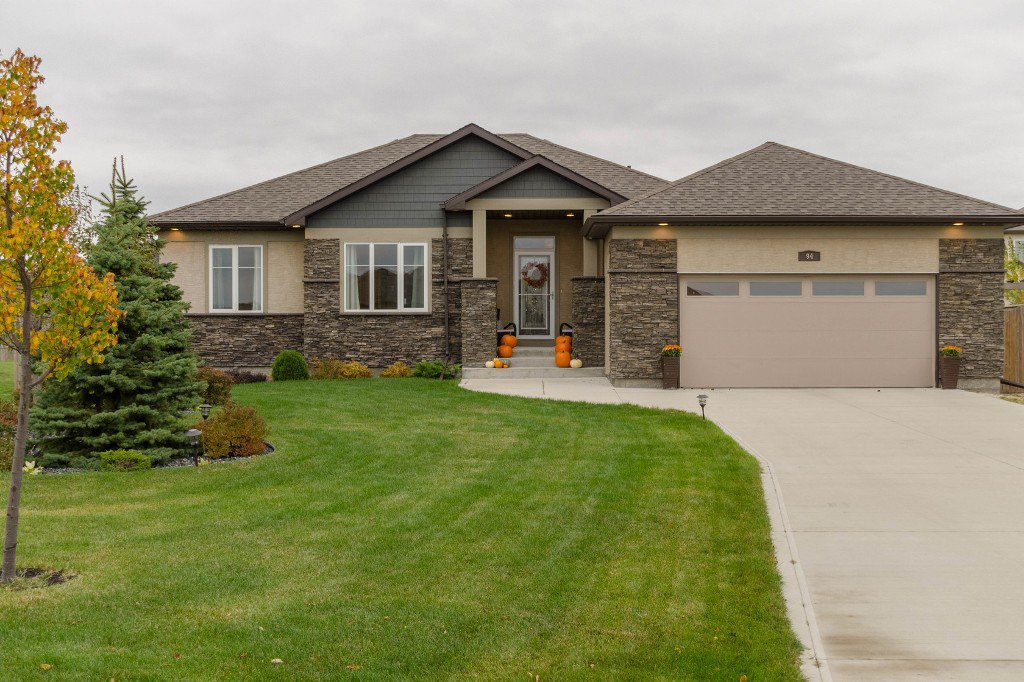 Main Photo: 94 Linden Lake Drive: Oakbank Single Family Detached for sale (R04)  : MLS®# 1626366