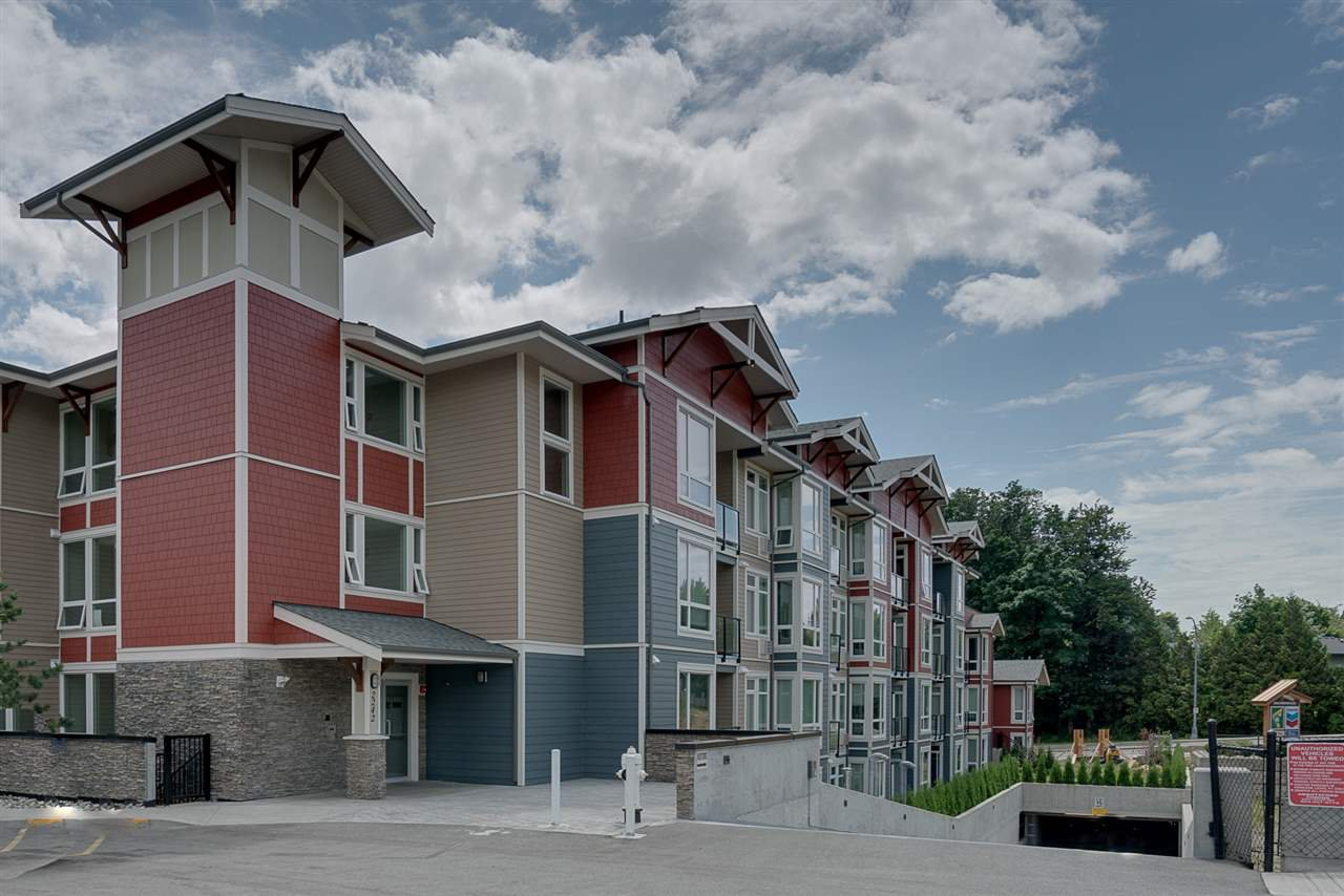 Main Photo: 315 2242 WHATCOM ROAD in : Abbotsford East Condo for sale : MLS®# R2187036
