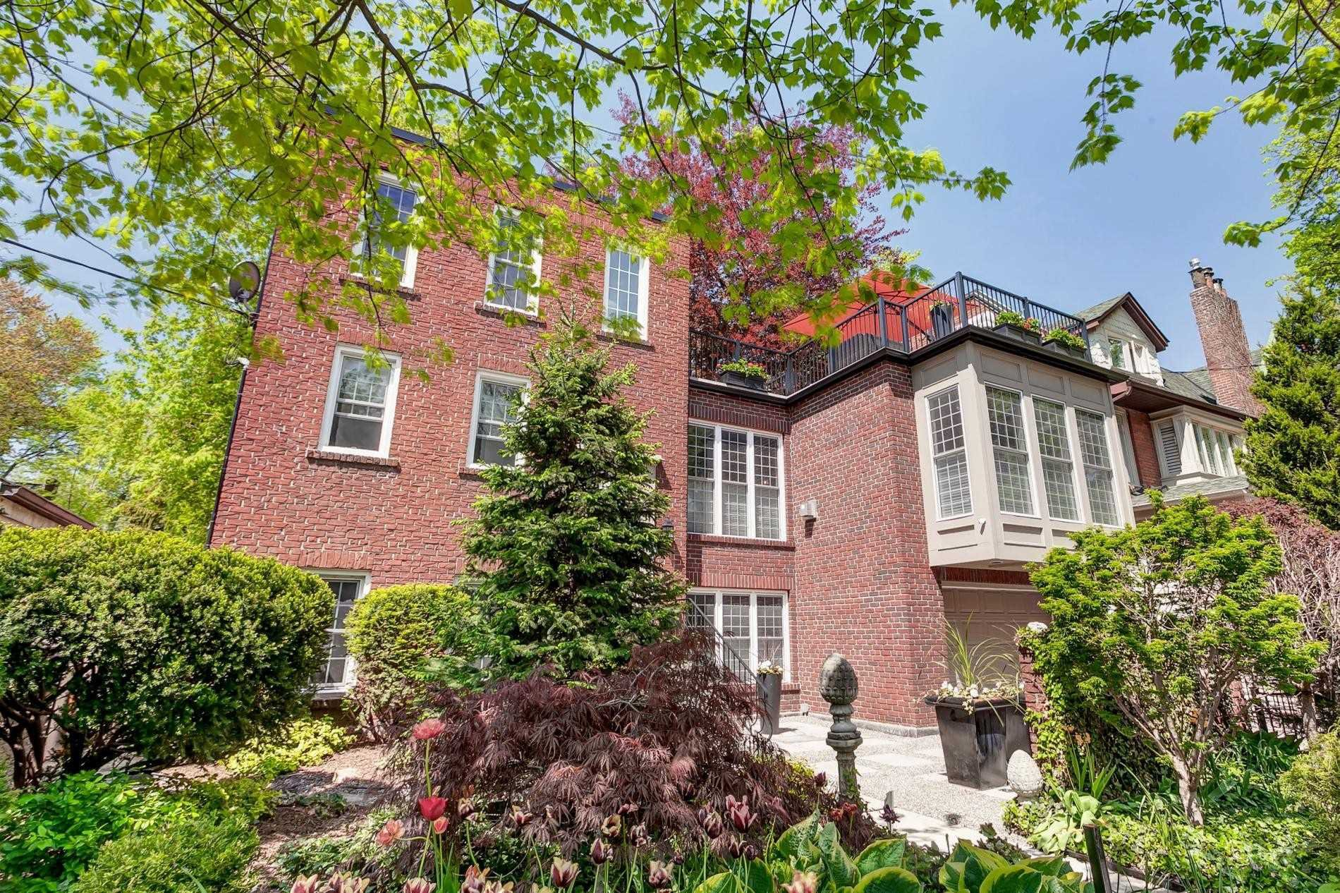 Main Photo: 18 Nanton Avenue in Toronto: Rosedale-Moore Park House (3-Storey) for sale (Toronto C09)  : MLS®# C4564669