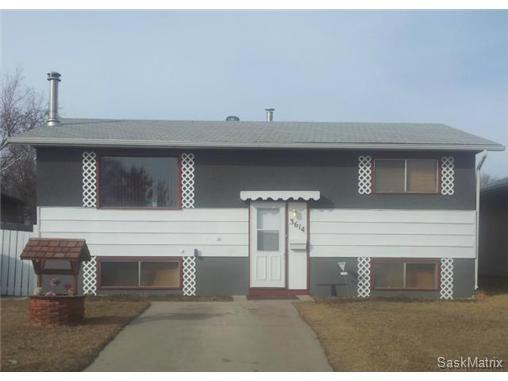 Main Photo: 3614 John A MacDonald Road in Saskatoon: Single Family Dwelling for sale : MLS®# SK422683