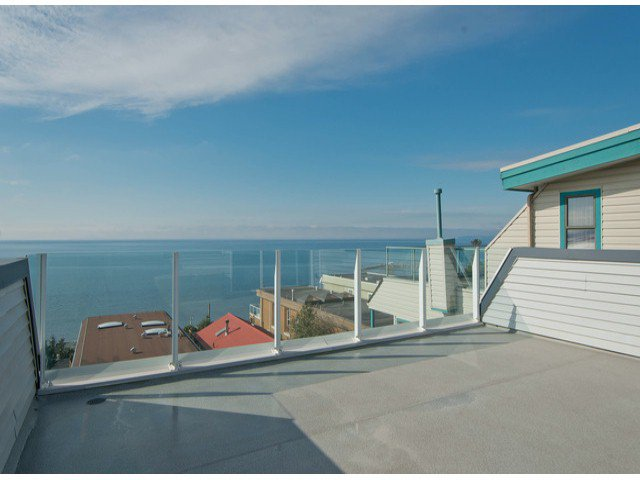 """Main Photo: 15388 COLUMBIA Avenue: White Rock House for sale in """"Hillside"""" (South Surrey White Rock)  : MLS®# F1306488"""