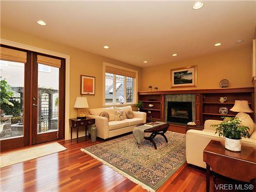 Main Photo: 238 Richmond Avenue in VICTORIA: Vi Fairfield East Residential for sale (Victoria)  : MLS®# 332404